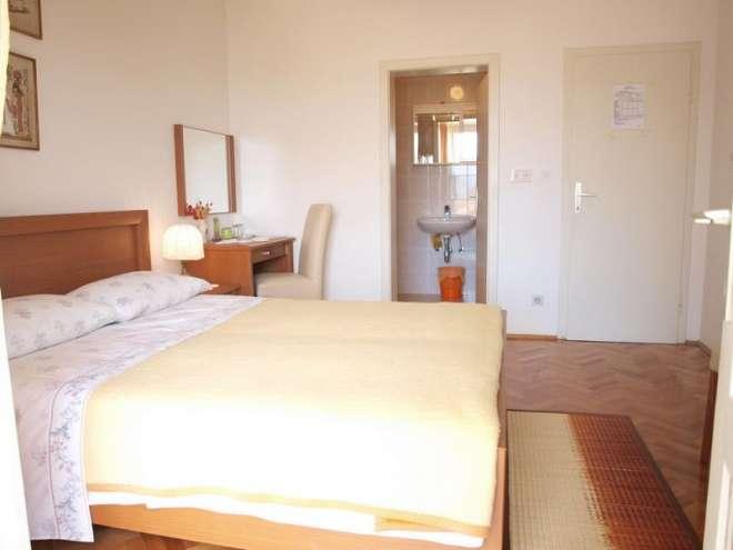 Apartments & Rooms Maria