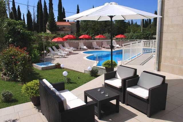 Grand Pinea Apartments