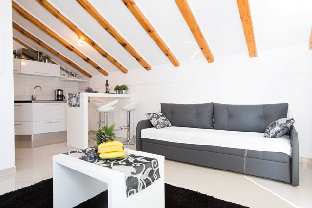 Lavendula & Laurus Apartments