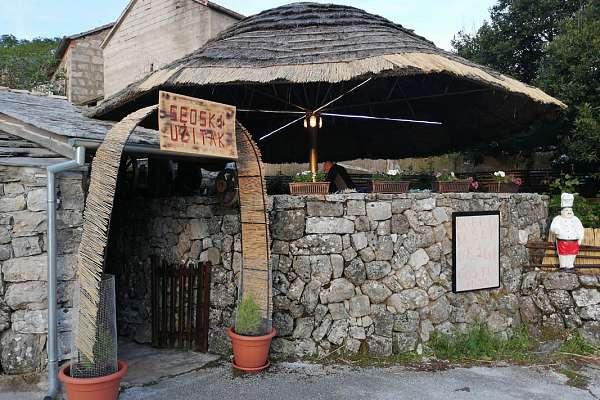 Konoba/Tavern SEOSKI UŽITAK